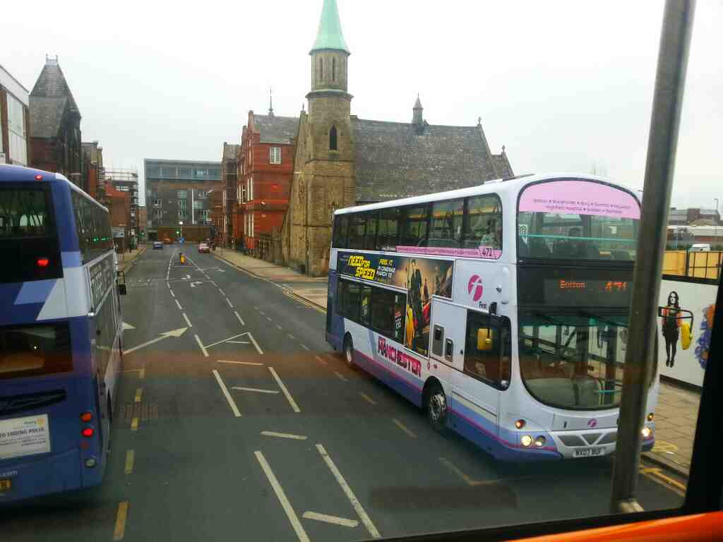 A 471 Rochdale to Bolton bus on Great Moor St Bolton of a 125 bus