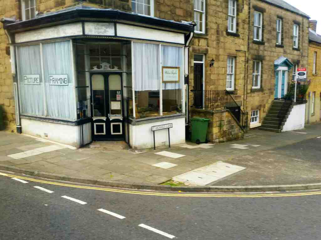 Junction of Green Batt and St Micheal's Lane Alnwick on a X15 Newcastle to Berwick bus